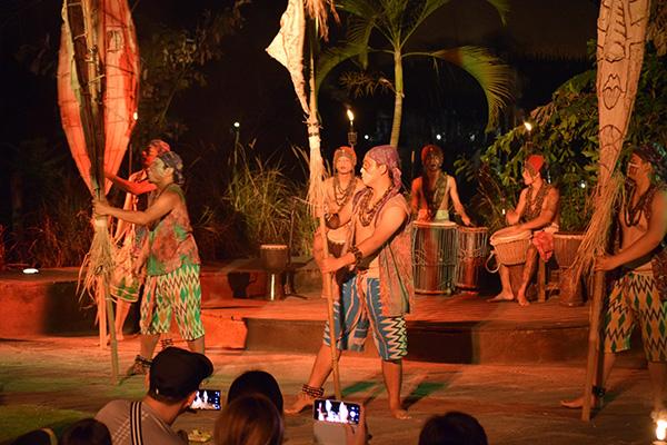 バリの民族舞踊のショー